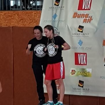 Илияна с треньорката си Борислава Горанова след победата на републиканския финал в Русе