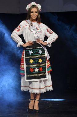 """""""Мис България"""" в национална носия"""
